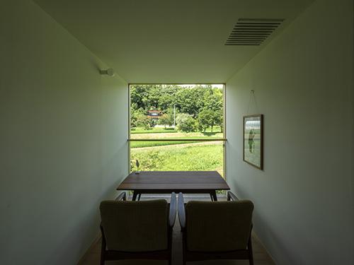 窓から抜ける景色;